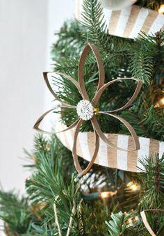 bastelideen mit papier stern pappe braun glitzerstein tannenbaum