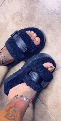Fluffy Shoes, Ugg Sandals, Ugg Winter Boots, Cute Slippers, Chunky Shoes, Cute Sneakers, Big Girl Fashion, Comfy Shoes, Pretty Shoes