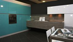 Exposición Kitchen in Poio. Cocina formada por la combinación  del modelo Arábigo en acabado Fresno topo con Atlántico en acabado Laca. Kitchen In, Kitchen Cabinets, Cocinas Kitchen, Bathroom Lighting, Mirror, Furniture, Home Decor, Modern Wardrobe, Tents