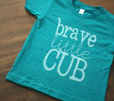 >>+Adorable+Baby+Brave+Little+Cub+Printed+T-shirt!+Perfect+for+the+littlest+cub+in+your+life+<<    >>+Great+t-shirt+for+Girls+and+Boys!    >>+Screen+printed+on+Heather+Evergreen+American+Apparel+Tri-Blend+(50%+Polyester,+25%+Cotton,+25%+Rayon)+Tee+in+White+Ink.  >>+Fabric+is+extremely+soft+and+pe...
