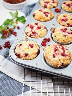 Receta de magdalenas de yogur de grosella roja simples y jugosas con chispas - Kuchen - Muffins Donut Recipes, Sweets Recipes, Cupcake Recipes, Baking Recipes, Cookie Recipes, Potato Donuts Recipe, Cupcakes Amor, Sprinkles Recipe, Everyday Food