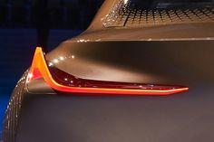 BMW 미래형 리어램프입니다 지금까지의 어느정도 틀이 있는 디자인과는 다르게 미래에는 형태과 틀에 벗어난 디자인이 많아질 것 같습니다