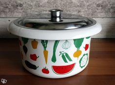 Finel Finland, dec Vegetaaria, designer Heikki Orvola Rice Cooker, Kitchen Appliances, Kitchens, Coffee Cans, Finland, Kitchen Design, Canning, Retro, Enamel