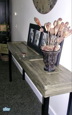 this is an old door cut in half. Possible vanity table in a spare bedroom or maybe even a diy vanity for the bathroom do a sink that sits on top. Furniture Projects, Home Projects, Diy Furniture, Furniture Plans, Old Door Tables, Entrance Table, Do It Yourself Furniture, Diy Casa, Diy Vanity