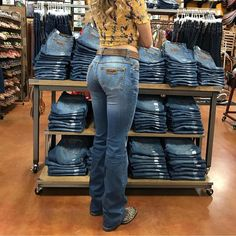 40 Unsurpassed Street Style Trends That You Want To Wear Right Now Country Girl Outfits, Rodeo Outfits, Country Fashion, Fall Outfits, Fashion Outfits, Summer Cowgirl Outfits, Cowgirl Outfits For Women, Country Girl Style, Country Concert Outfit
