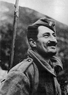 Η πορεία προς το μέτωπο β. Η Ιταλία μάς κήρυξε τον πόλεμο! γ. Η πείνα δ. Κατοχή