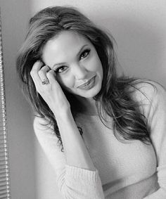 Angelina Jolie Hollywood Heroines, Hollywood Actresses, Angelina Jolie Makeup, Jolie Pitt, Oscar Fashion, Beautiful Actresses, Most Beautiful Women, Girl Crushes, Beauty Women