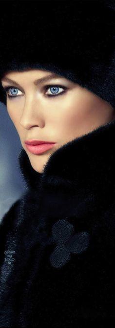 Carolyn Murphy as Mayne Beautiful Eyes, Gorgeous Women, Caroline Murphy, Fabulous Furs, Russian Beauty, Beauty Book, Make Up, Glamour, Barefaced Beauty