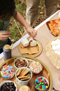 Amazing s'mores bar for camping/glamping and family fun! #FallGlamping #ad