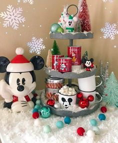 These New Year and Christmas tiered day decorating ideas are gathered to embrace the onset of the new year with cheer and happiness. Get all Christmas tiered tray décor ideas now. Disney Christmas Decorations, Mickey Mouse Christmas, Mickey Y Minnie, Disney Home Decor, Christmas Kitchen, Christmas Love, Winter Christmas, Christmas Crafts, Christmas Ideas