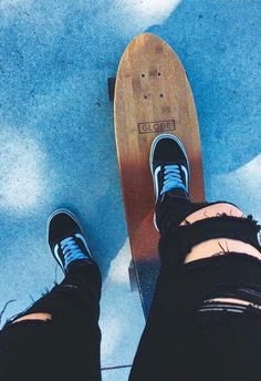 """""""no grandma, i haven't accidentally ripped my jeans, i bought them like that"""" -me; """"well why on earth would anyone do that? Skates, Skate Photos, Skate Girl, Look Girl, Skater Style, Train Like A Beast, Longboarding, Skateboard Decks, Photos Tumblr"""