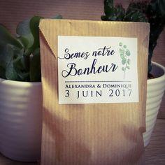 Stickers pour idée de cadeau original pour invités mariage champêtre. Sachet kraft de graines de fleurs à semer. À personnaliser et commander sur pastillesetpetitspois.fr