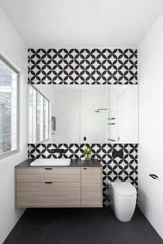 The Basics of Bathroom Remodel Tile Design Trends You must deal with the tile ideas also for making the restroom decoration complete. Bathroom Shelves For Towels, Small Bathroom, Shower Bathroom, Vanity Bathroom, Bathroom Storage, Master Bathroom, Bad Inspiration, Bathroom Inspiration, Bathroom Trends 2018