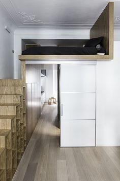 Do you dream of installing a mezzanine in your apartment? In this case, building a mezzanine will prove to be an idea full of advantages. Mini Loft, Mezzanine Bedroom, Bedroom Loft, Micro Apartment, Tiny Apartments, Small Rooms, Small Spaces, Kids Rooms, Loft Design