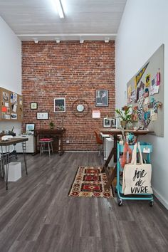 It Studio: Jeanetta Brian's Incredible Shared Space Creative Workspace Tour Home Office Design, House Design, Office Designs, Office Ideas, Interior And Exterior, Interior Design, Room Interior, Lofts, Beautiful Space
