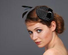 Headpieces & Fascinators - Hütchen Polka dots Schleife Seide Samt blau weiß - ein Designerstück von billies bei DaWanda 44.95 €