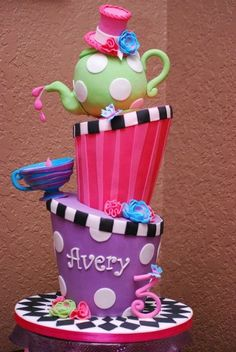 I'm not usually a fan of topsy turvy cakes, but this one makes sense. Very Alice in Wonderland.
