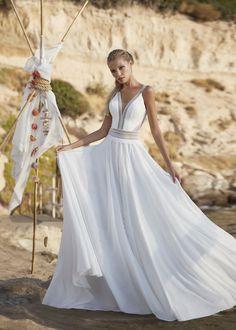 Bohemian Wedding Dresses, Boho Dress, Boho Wedding, Wedding Gowns, Boho Inspiration, Paris Wedding, Chiffon Skirt, Boho Fashion, One Shoulder Wedding Dress