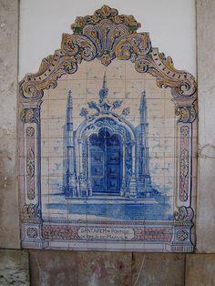 Painel de Azulejos: Pórtico da Igreja de Marvila, Santarém, Portugal
