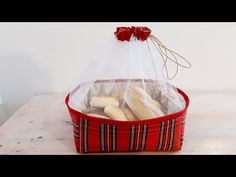 Como fazer cesto para pães - YouTube Backpack Pattern, Shabby Vintage, Christmas Gifts, Basket, Sewing, Crafts, Food, Youtube, Inspiration