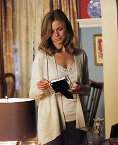 Get the exclusive fashion recap from last night's episode of Revenge, straight from costume designer Jill Ohanneson! Emily Revenge, Revenge Tv Show, Revenge Fashion, Emily Thorne, Emily Vancamp, Girl Fashion, Fashion Outfits, Gossip Girl, Unique Fashion