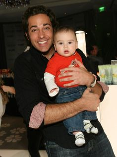 zachary levi with a baby? oh my freakin god