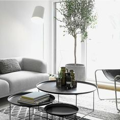 18 fascinating living room designs with modern round coffee table - Wohnzimmer - Cozy Living Rooms, Home Living Room, Living Room Designs, Living Room Decor, Apartment Living, Apartment Therapy, Living Area, Round Coffee Table Modern, Coffee Tables
