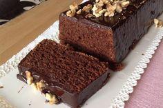 Je to asi nejlepší čokoládový dortík, který jsem kdy jedla. Je krásně měkký a nadýchaný, vláčný s plnou chutí čokolády. Upřímně mohu říct, že jsem vyzkoušela několik receptů na čokoládové dorty, ale tenhle je jednoznačně nejlepší. Ingredience na10porcí Na čokoládový chlebíček cca 30 x 10 cm si připravte: 125 g hořké čokolády min. 60% 100 […] Slovak Recipes, Czech Recipes, Chocolate Almond Cake, Almond Cakes, Czech Desserts, Sweet Desserts, Sweets Cake, Tea Cakes, Desert Recipes
