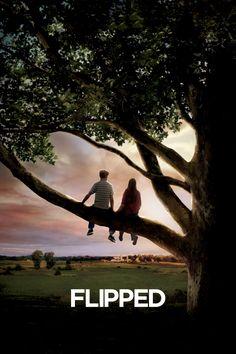 """Flipped, Bryce ve Julie ikinci sınıfta tanışmıştır. Küçük Juli, Bryce'ın hayatına girmesi ile ilk aşkını da tatmış olur. Ancak durum Bryce için aynı değildir. Kızlardan korkan, utangaç ve sıkılgan Bryce, her ne kadar Juli'yi kaybetmek istemese de, kızın ısrarı ve """"hayır""""..."""