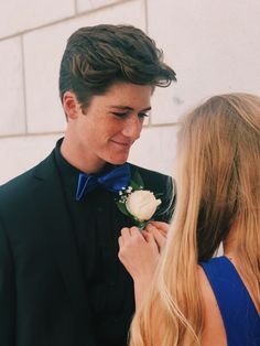 p i n t e r e s t gianna benthe★ Prom Pictures Couples, Homecoming Pictures, Prom Couples, Cute Couple Pictures, Dance Pictures, Couple Pics, Prom Picture Poses, Prom Poses, Relationship Goals Pictures