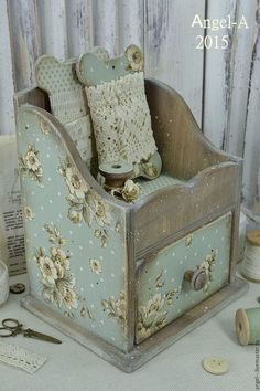Decoupage Box, Decoupage Vintage, Tole Painting, Painting On Wood, Wooden Crafts, Diy And Crafts, Deco Retro, Altered Boxes, Craft Storage