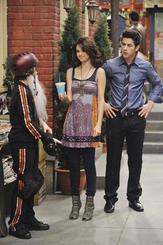 Still of David Henrie and Selena Gomez in Wizards of Waverly Place (2007)
