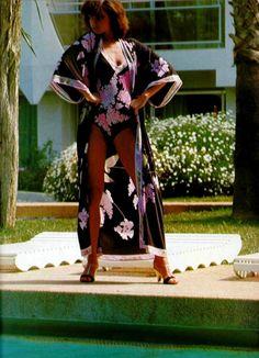 L'Officiel Magazine 1970 Photo by Michael Picard Woman Beach, Vintage Fashion, Vintage Style, Black Backgrounds, Kimono Top, Sari, Lingerie, Style Inspiration, Swimwear
