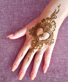 Mehndi henna designs are always searchable by Pakistani women and girls. Women, girls and also kids apply henna on their hands, feet and also on neck to look more gorgeous and traditional. Henna Hand Designs, Eid Mehndi Designs, Mehndi Designs Finger, Latest Henna Designs, Mehndi Designs For Beginners, Modern Mehndi Designs, Mehndi Design Pictures, Mehndi Designs For Fingers, Henna Tattoo Designs
