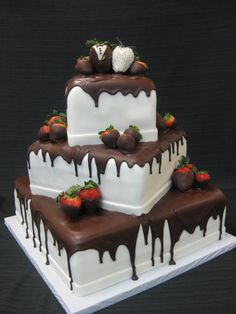 Anniversary cake for parentals Strawberry Wedding Cakes, Wedding Strawberries, Strawberry Cakes, Chocolate Strawberries, Covered Strawberries, Pretty Cakes, Beautiful Cakes, Amazing Cakes, Specialty Cakes