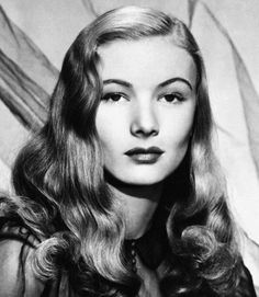 Pin Curls Iconic Hair Styles - Best Hair Styles of the Past - From Twiggy's famed pixie to Veronica Lake curls, take a cue from these retro inspirations that translate thoroughly modern in Hollywood Glamour, Hollywood Stars, Old Hollywood, Classic Hollywood, Hollywood Waves, The Veronicas, Winter Cocktails, Vintage Hairstyles, Cool Hairstyles