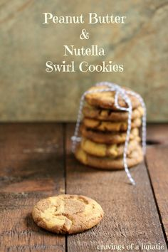Peanut Butter and Nutella Swirl Cookies by Cravings of a Lunatic. A wonderfully easy way to make cute peanut butter and nutella cookies. Easy No Bake Desserts, Just Desserts, Delicious Desserts, Dessert Healthy, Fall Desserts, Yummy Food, Nutella Cookies, Yummy Cookies, Nutella Recipes