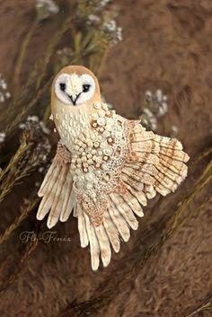 Owl brooch - Amazing birds by Julia Gorina Fabric Birds, Fabric Art, Fabric Crafts, Textile Jewelry, Textile Art, Jewellery, Art Fil, Embroidered Bird, Bird Crafts