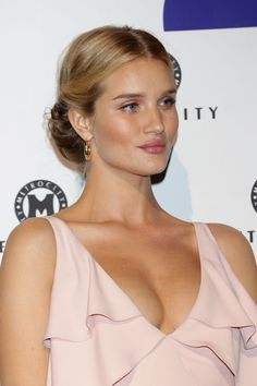 Actress Rosie HuntingtonWhiteley attends the photo call for the 'Metrocity' HERA Seoul Fashion Week F/W 2017 at DDP on March 30 2017 in Seoul South. Middle Part Updo, Middle Part Hairstyles, Twist Hairstyles, Bride Hairstyles, Down Hairstyles, Summer Hairstyles, Pretty Hairstyles, Hairdos, Updos
