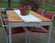 Outdoor Pallet Dining Table and Chairs.