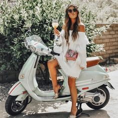 VICI is the modern woman's fashion haven. Shop our amazing collection of statement pieces, clothing, handbags & accessories. Piaggio Vespa, Vespa Girl, Lambretta Scooter, Scooter Motorcycle, Vespa Lambretta, Scooter Girl, Vespa Scooters, Motor Scooters, Chicks On Bikes