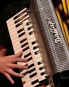 Centro Cultural carioca recebe o Trio Ipanema, Quarteto Vixe e o DJ Sérgio Feijó, que juntos promovem uma roda de forró no local