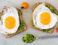 Mulți oameni sunt extrem de pofticioși, iar asta îi împiedică mult să aibă o siluetă de invidiat sau cel puțin un stil alimentar echilibrat. Ce trebuie să consumi pentru a te sătura? Acesta te face să-ți tai pofta de mâncare. Healthy Low Calorie Breakfast, Healthy Desayunos, Healthy Recipes, Healthy Breakfast Recipes, Healthy Drinks, Diet Recipes, Healthy Eating, Healthy Breakfasts, Breakfast Ideas