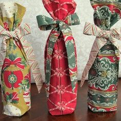 Christmas Wine Bag Tutorial - All Free Sewing – Free Sewing Patterns, Sewing Projects, Tips, Video, How-To Sew and More - Christmas Wine, Christmas Fabric, Christmas Crafts, Xmas, Diy Gifts Cheap, Easy Homemade Gifts, Wine Bottle Gift, Wine Gifts, Bottle Bag