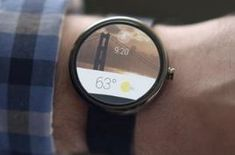 Pocket prototype for Android Wear smartwatches saves stories to bigger screens