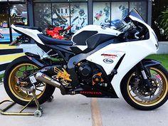 [[ขายด่วน]] Honda CBR 1000 RR 2014 มือสองของแต่งเลิศค่ะ หล่อเลย Honda Cbr 1000rr, Honda Motorcycles, Scrambler, Bike, Vehicles, Honda Bikes, Bicycle, Bicycles, Car