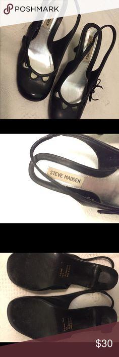 ✨Black Steve Madden Heels✨ Brand: Steve Madden  Size: 6.5 Cute black heel with a little bow on the side. Steve Madden Shoes Heels