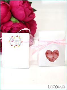 Op zoek naar een schattig doopbedankje? Wat dachten jullie van deze Heartbags bedankjes met doopsuiker? Het bedankje kunnen jullie volledig naar wens personaliseren door de sticker die op dit bedankje wordt geplakt. Kies hiervoor een leuk ontwerp uit onze collectie op Bedankjes.nu. Daarnaast is keuze tussen verschillende soorten snoepgoed.