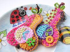 He encontrado este interesante anuncio de Etsy en https://www.etsy.com/es/listing/80764588/crochet-pear-application-pattern