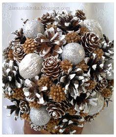 Witam!     Dziś troszkę dekoracji zimowych. :)   Mienią się srebrem i bielą, wykonane głównie z szyszek i dużej ilości brokatu. :)     Z... Nancy Roman, Brokat, Advent, Christmas Wreaths, Holiday Decor, Diana, Home Decor, Food, Navidad